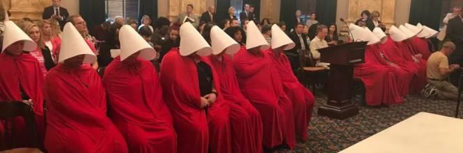 Le ancelle dell'Ohio in difesa dell'aborto