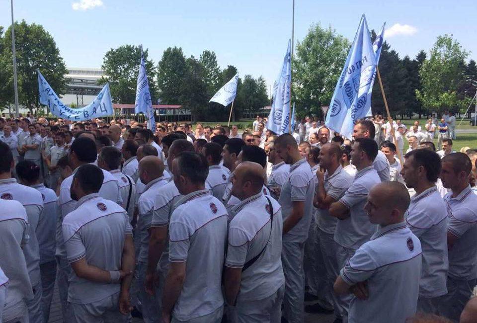 Prosegue a oltranza lo sciopero in FCA in Serbia