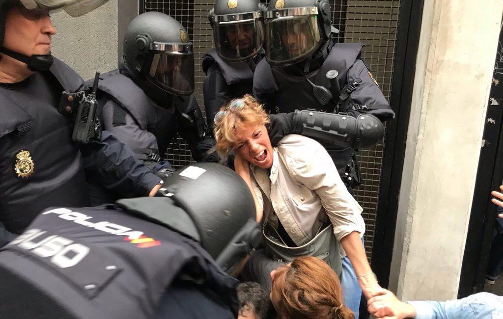 [DIRETTA] Il referendum catalano duramente represso dalla Guardia Civil