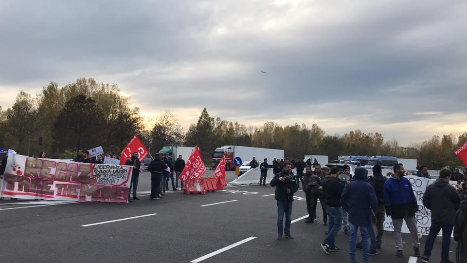 Contro la giostra dello sfruttamento: contestata l'inaugurazione di FICO a Bologna