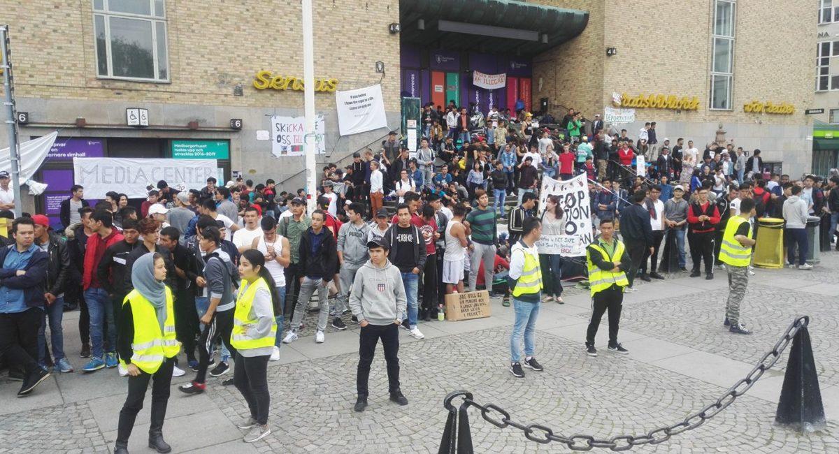 In Svezia la scuola sciopera contro le espulsioni dei migranti #lararemotutvisningar
