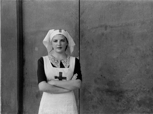 """L'umiliazione sessista produce """"buone infermiere"""""""
