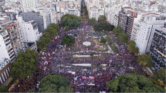 #8Marzo Un oceano di donne per le strade dell'Argentina e del Mondo