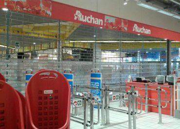 Auchan vende l'ipermercato: Lavoratori a rischio licenziamento!