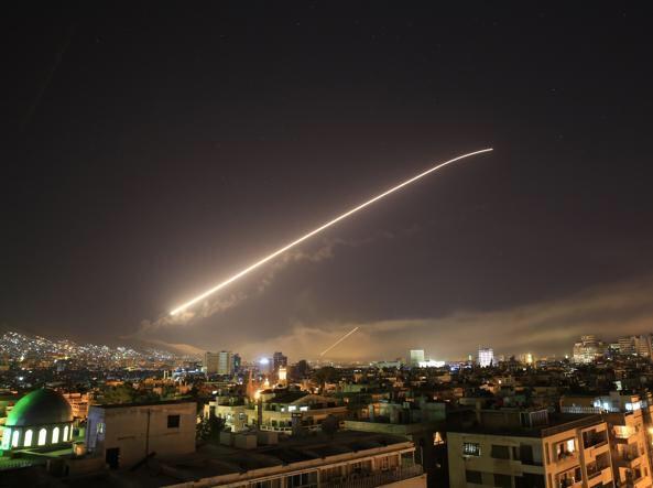 [ULTIM'ORA] USA, Francia e Inghilterra bombardano la Siria