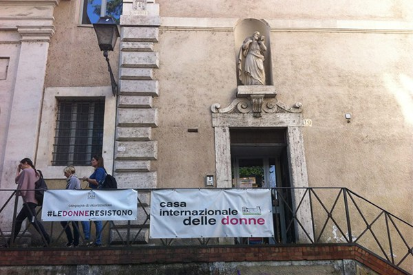 Così la giunta grillina sfratta la Casa Internazionale delle Donne a Roma