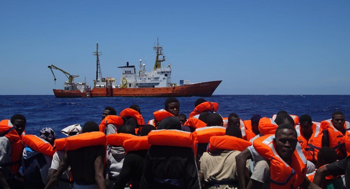 Salvini chiude i porti, la «linea dura» lascia in mare i 629 migranti e rifugiati della Aquarius