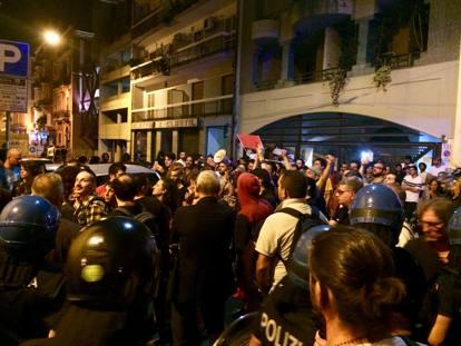 Bari: solidarietà ai compagni colpiti dai fascisti e dalla polizia.