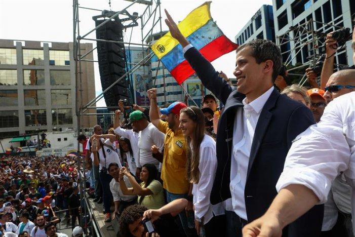 Con l'avallo di Trump e della destra americana, Guaidó si autoproclama presidente del Venezuela