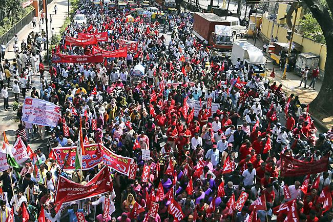 Enorme sciopero generale in India. 200 milioni i lavoratori coinvolti