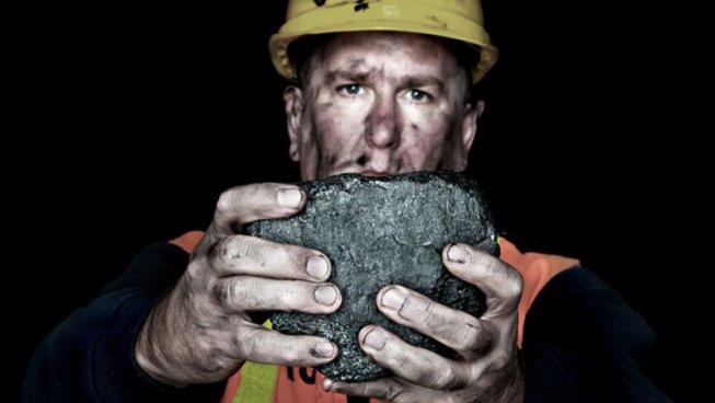 Trump salva i profitti del carbone, i minatori continuano a morire
