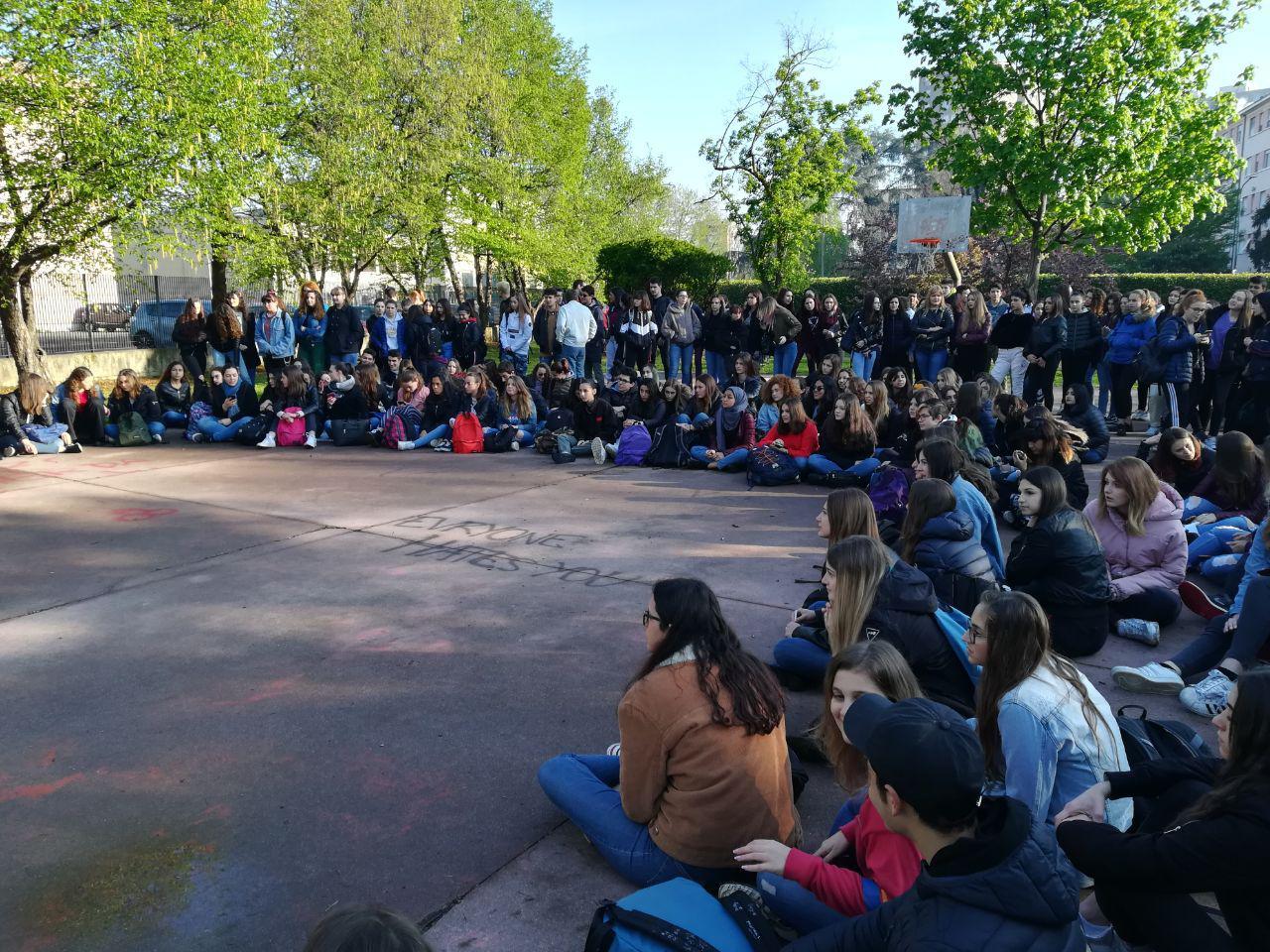Sciopero studentesco al liceo Russell di Milano