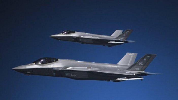 Aerei americani di base negli Emirati in assetto da combattimento