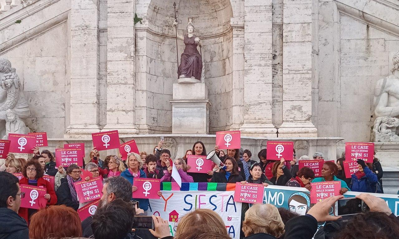 Roma: le case delle donne non si toccano!