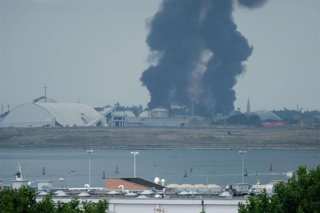 Incendio a Porto Marghera: un'altra tragica violazione della sicurezza sul lavoro