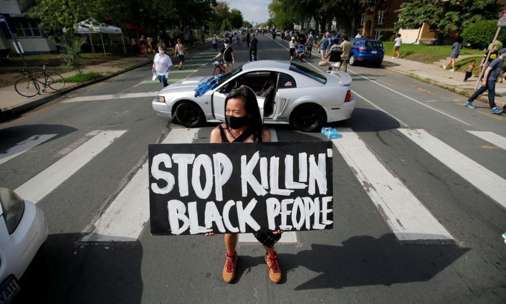 Licenziare i poliziotti assassini non è abbastanza