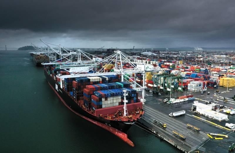 USA: gli operai bloccano i porti della West Coast in solidarietà con le rivolte in tutto il paese