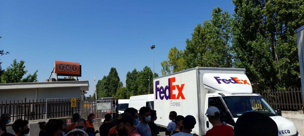 Sciopero FedEx TNT: dai cancelli dei magazzini un messaggio a tutti i lavoratori