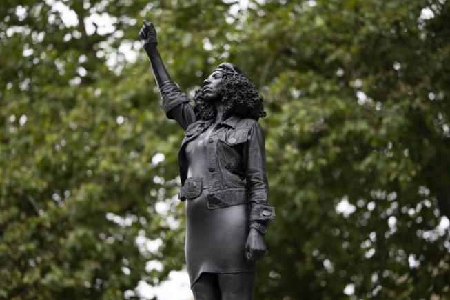 Inghilterra: la statua di uno schiavista rimane 125 anni, quella di un'antirazzista neanche un giorno