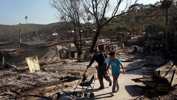 Un incendio ha distrutto il campo rifugiati più grande d'Europa