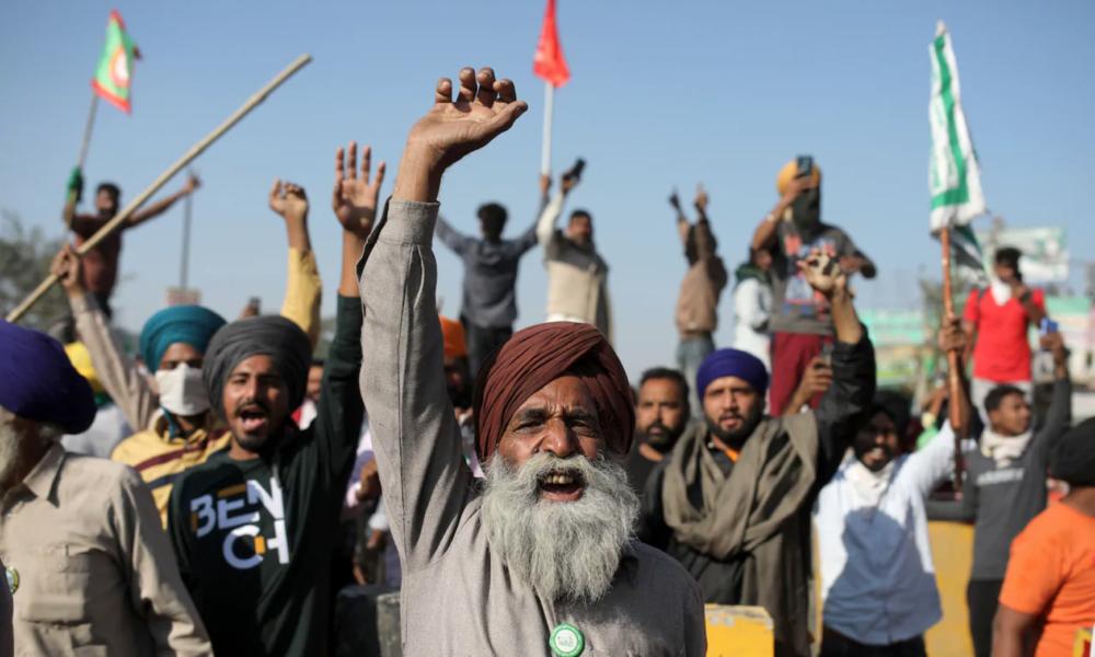 Oltre 300.000 contadini hanno messo sotto assedio la capitale dell'India