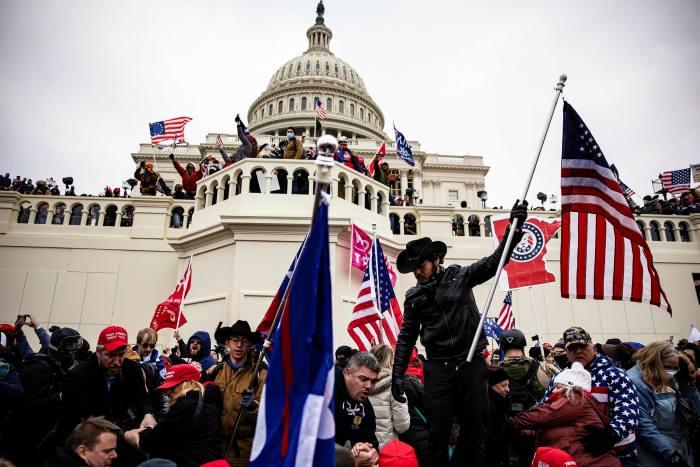 Dalla farsa alla tragedia, nel paese del Patriot Act
