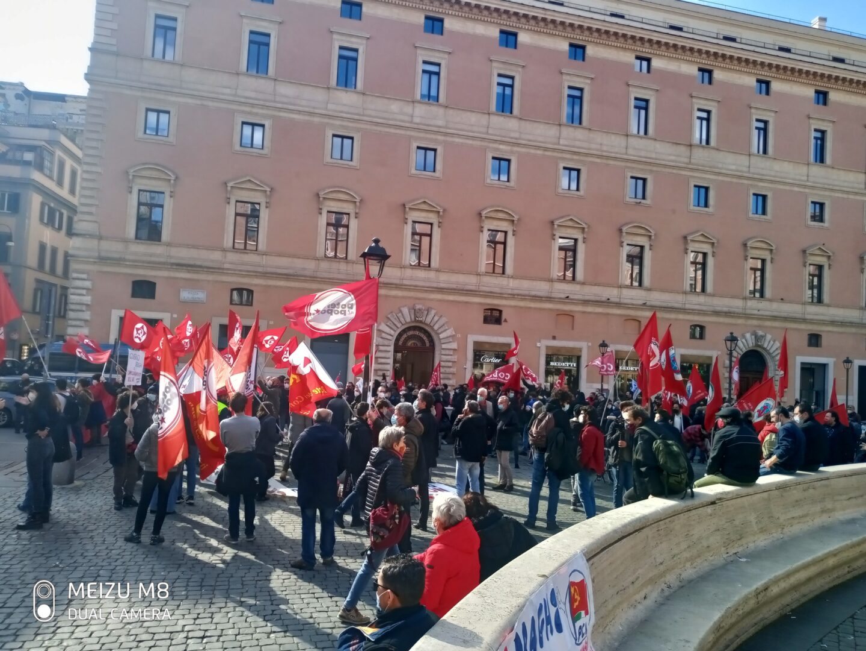 """A Roma e in altre città il """"benvenuto"""" conflittuale al neonato governo Draghi"""