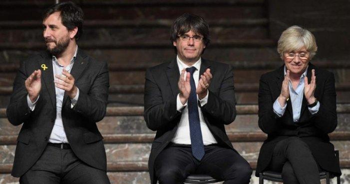 Il Parlamento europeo ritira l'immunità all'ex-presidente catalano Puigdemont