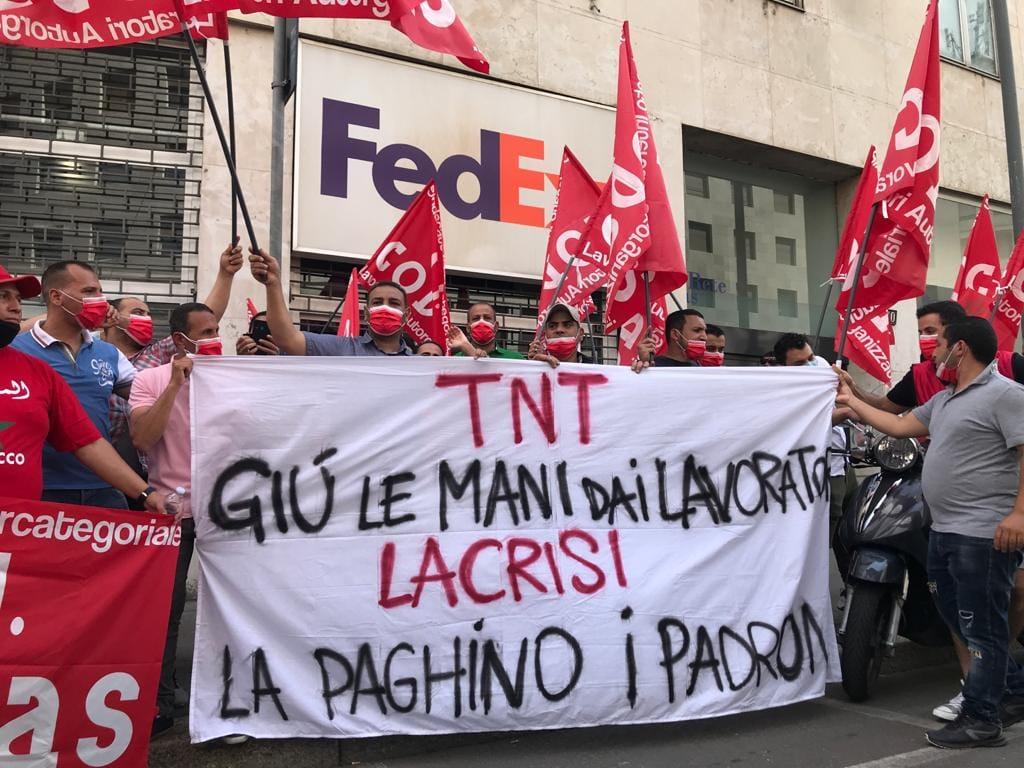 FedEx annuncia la chiusura dell'hub di Piacenza: giù le mani dagli operai!