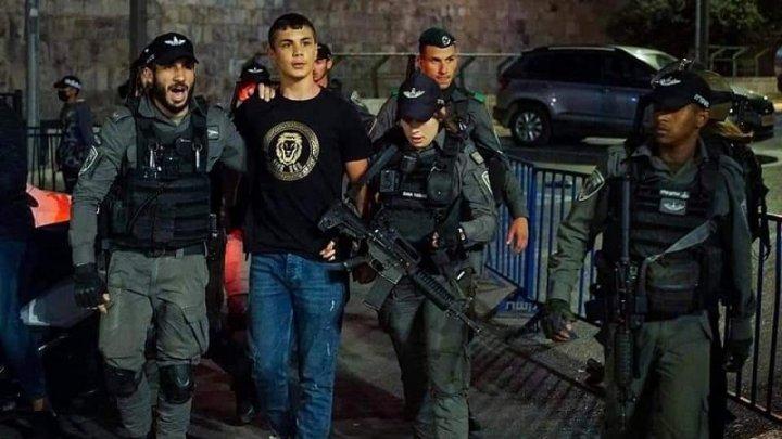 Gerusalemme: la polizia ferisce centinaia di palestinesi in piazza contro la destra israeliana