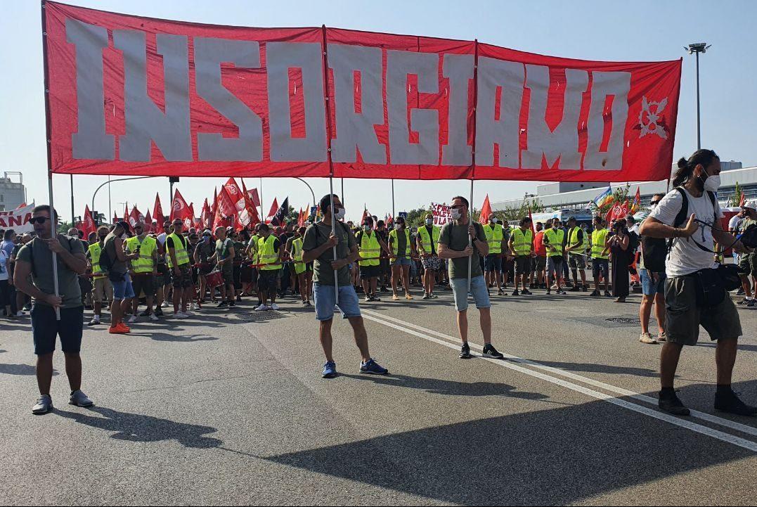 """""""Insorgiamo!"""" - In 5000 al corteo nazionale per i lavoratori e le lavoratrici GKN!"""