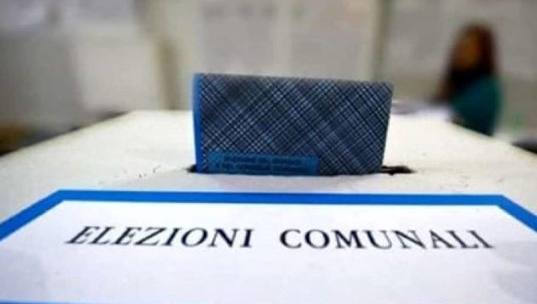 Elezioni locali: governare l'esistente è tutto? Le strategie fallimentari a sinistra e il caso di Napoli
